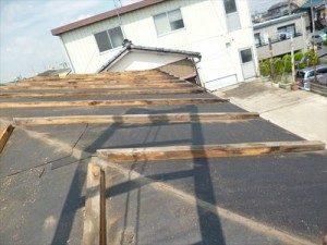 東京都江戸川区 H様邸 ガルバリウム鋼板タテ平葺き 屋根葺き替え工事 既存カラー鉄板剥がし