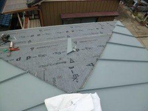 東京都江戸川区 H様邸 ガルバリウム鋼板タテ平葺き 屋根葺き替え工事 屋根葺きはじめ