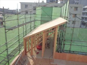 東京都北区赤羽 保育園 新築ガルバリウム鋼板屋根タテ平葺き工事 塔屋の屋根