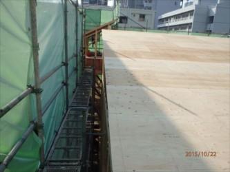 東京都北区赤羽 保育園 新築ガルバリウム鋼板屋根タテ平葺き工事 ケラバ側