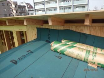 東京都北区赤羽 保育園 新築ガルバリウム鋼板屋根タテ平葺き工事 倉庫屋根下葺き