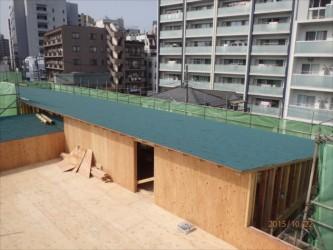 東京都北区赤羽 保育園 新築ガルバリウム鋼板屋根タテ平葺き工事 更衣室の屋根下葺き