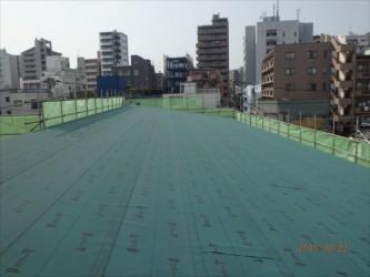 東京都北区赤羽 保育園 新築ガルバリウム鋼板屋根タテ平葺き工事 ルーフィング下葺き完成