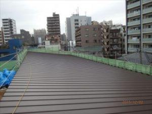 東京都北区赤羽 保育園 新築ガルバリウム鋼板屋根タテ平葺き工事 ガルバリウム鋼板葺きあがり状態