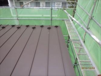 東京都北区赤羽 保育園 新築ガルバリウム鋼板屋根タテ平葺き工事 ケラバおさまり