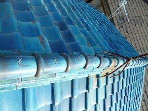 東京都江戸川区 S様邸 ガルバリウム鋼板タテ平葺き(シージングボード下地)屋根葺き替え工事 施工前・瓦ずれている