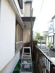 東京都江戸川区 S様邸 ガルバリウム鋼板タテ平葺き(シージングボード下地)屋根葺き替え工事 柱を入れます