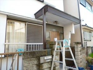 東京都江戸川区 S様邸 ガルバリウム鋼板タテ平葺き(シージングボード下地)屋根葺き替え工事 庇に柱を立て補強完成