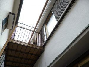東京都江戸川区 S様邸 ガルバリウム鋼板タテ平葺き(シージングボード下地)屋根葺き替え工事 方立を板金で巻き終わって完成