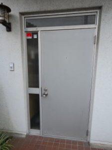 玄関ドアリフォーム施工前
